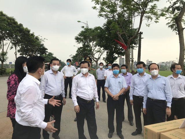 Bí thư Thành ủy Hà Nội Đinh Tiến Dũng: Đông Anh là điểm sáng trong phòng, chống dịch COVID-19 - Ảnh 1.