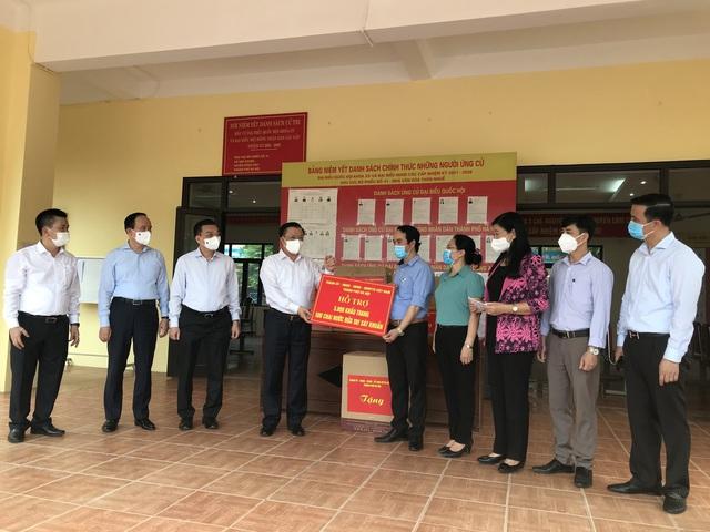 Bí thư Thành ủy Hà Nội Đinh Tiến Dũng: Đông Anh là điểm sáng trong phòng, chống dịch COVID-19 - Ảnh 2.