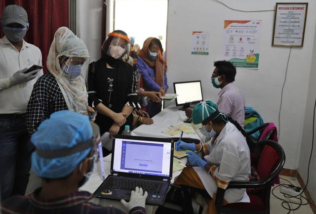 Ấn Độ 4 ngày liên tiếp có số ca mắc mới trên 400.000 người/ngày, dịch ở châu Á ngày càng phức tạp - Ảnh 1.