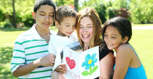 Ngày của Mẹ ở một số quốc gia trên thế giới - Ảnh 3.