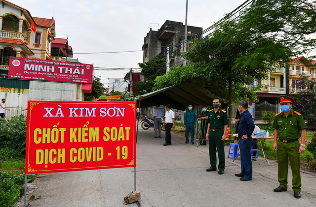 Chủ tịch Hà Nội: Tận dụng tối đa 48 giờ vàng để khống chế dịch COVID-19 - Ảnh 1.