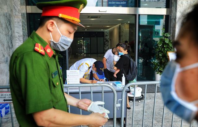 Phong tỏa chung cư ở quận Thanh Xuân vì có ca dương tính với SARS-CoV-2 - Ảnh 5.
