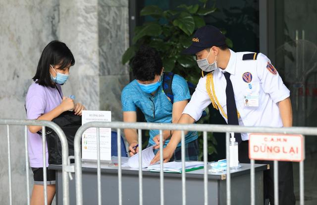 Phong tỏa chung cư ở quận Thanh Xuân vì có ca dương tính với SARS-CoV-2 - Ảnh 6.