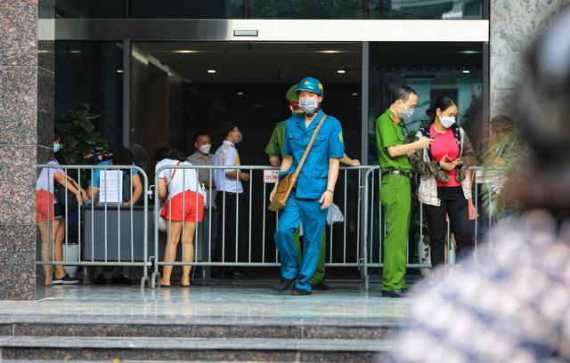 Phong tỏa chung cư ở quận Thanh Xuân vì có ca dương tính với SARS-CoV-2 - Ảnh 4.