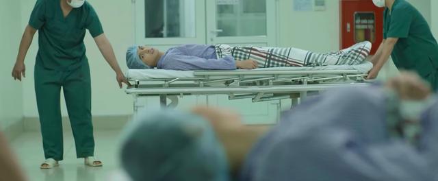 Hãy nói lời yêu - Tập 17: Phan và mẹ bước vào cuộc phẫu thuật ghép thận - ảnh 1