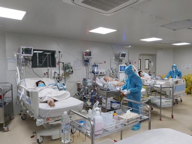 Tình hình điều trị 14 bệnh nhân COVID-19 nặng tại TP. Hồ Chí Minh - Ảnh 2.