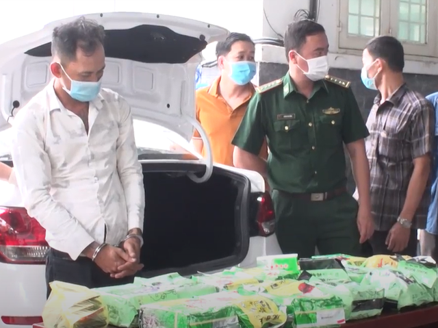 Triệt phá vụ vận chuyển 20 kg ma túy từ Campuchia về Việt Nam  - Ảnh 1.