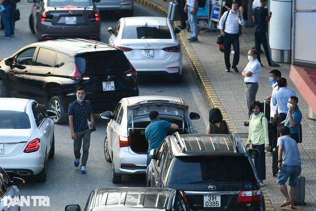 Thu phí ô tô ra, vào sân bay thấp nhất 5.000 đồng, kiểm soát như trạm BOT - ảnh 1