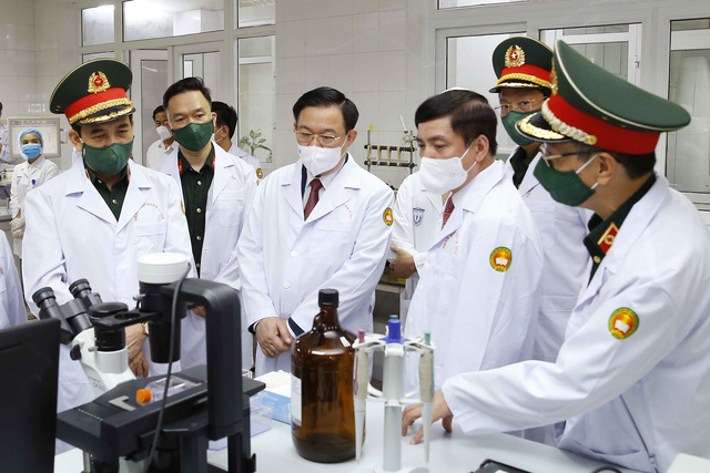 Chủ tịch Quốc hội: Tự lực sản xuất vaccine phòng dịch là cơ hội cho Việt Nam - Ảnh 1.