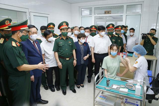 Chủ tịch Quốc hội: Tự lực sản xuất vaccine phòng dịch là cơ hội cho Việt Nam - Ảnh 2.