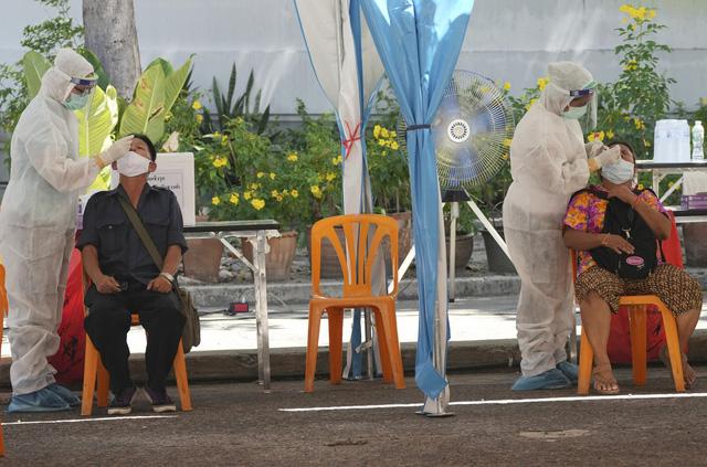 Campuchia phát hiện ổ dịch lớn tại nhà máy, Malaysia kéo dài lệnh phong tỏa toàn diện - ảnh 3