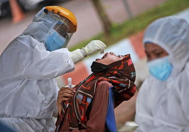 Đông Nam Á thay đổi chiến lược ứng phó, chung sống với COVID-19 tới khi đạt miễn dịch cộng đồng - Ảnh 3.