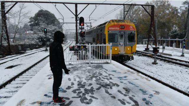 Australia: Tuyết phủ trắng bang New South Wales, Sydney trải qua ngày lạnh nhất kể từ năm 1984 - Ảnh 2.