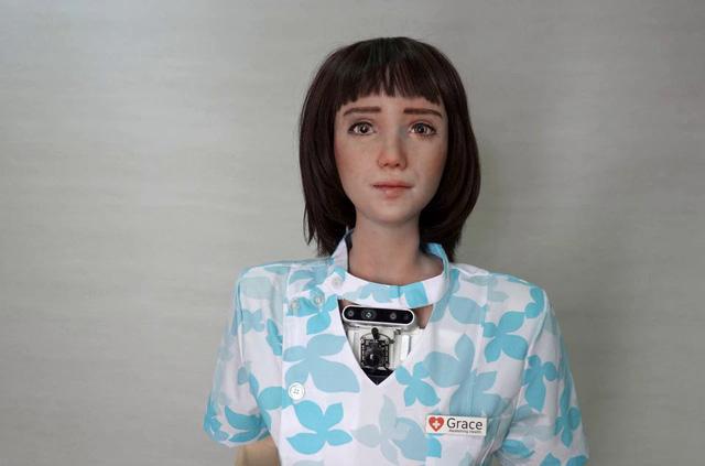 Công dân robot đầu tiên Sophia có thêm em gái là robot y tá - ảnh 1