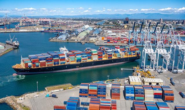 Giá hàng hóa có thể tăng vọt do cước vận tải biển leo thang - Ảnh 1.