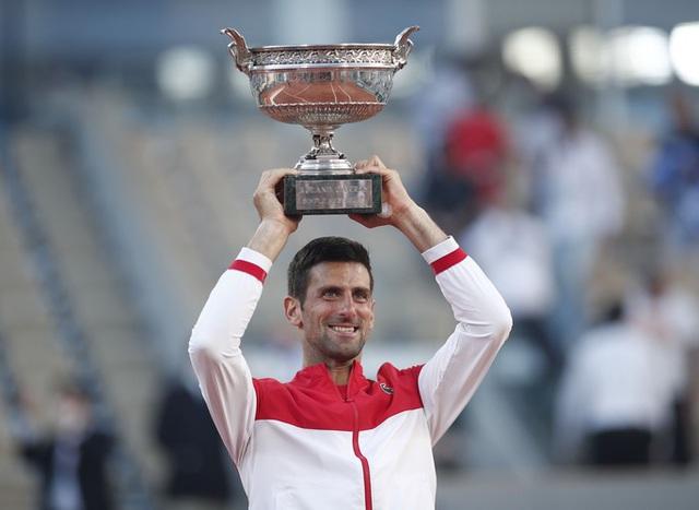 Ngược dòng ngoạn mục trước Tsitsipas, Djokovic vô địch Pháp mở rộng 2021 - Ảnh 7.