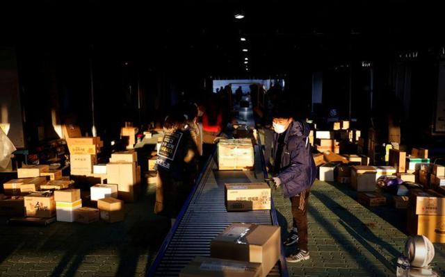 Hàng nghìn nhân viên giao hàng tại Hàn Quốc đình công vô thời hạn - Ảnh 1.