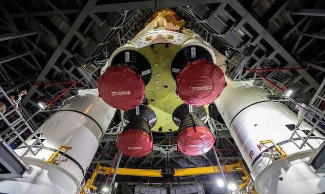 """Chiêm ngưỡng cận cảnh """"siêu tên lửa"""" 18,6 tỷ USD mới của NASA - Ảnh 2."""