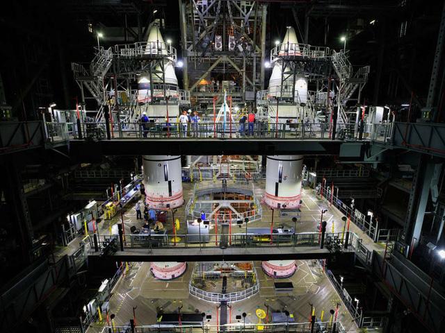 """Chiêm ngưỡng cận cảnh """"siêu tên lửa"""" 18,6 tỷ USD mới của NASA - Ảnh 3."""