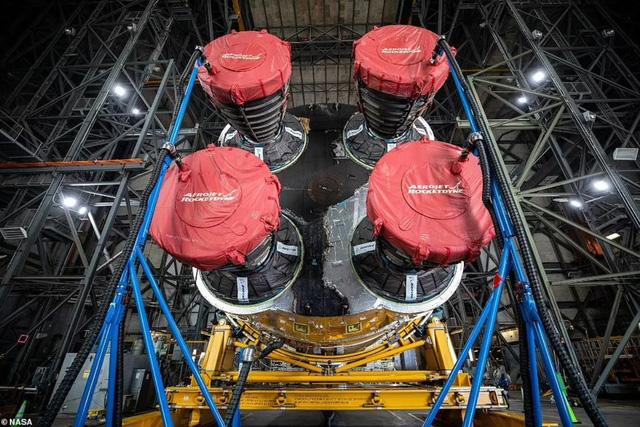 """Chiêm ngưỡng cận cảnh """"siêu tên lửa"""" 18,6 tỷ USD mới của NASA - Ảnh 4."""