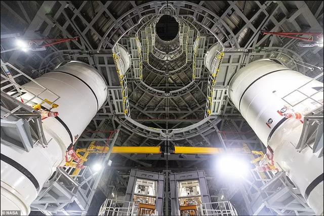 """Chiêm ngưỡng cận cảnh """"siêu tên lửa"""" 18,6 tỷ USD mới của NASA - Ảnh 5."""