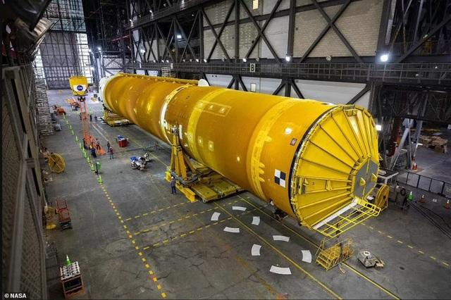 """Chiêm ngưỡng cận cảnh """"siêu tên lửa"""" 18,6 tỷ USD mới của NASA - Ảnh 6."""