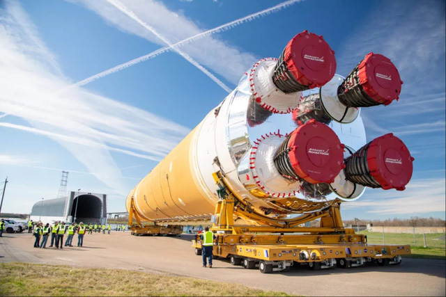 """Chiêm ngưỡng cận cảnh """"siêu tên lửa"""" 18,6 tỷ USD mới của NASA - Ảnh 7."""