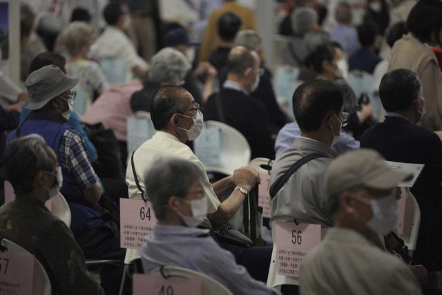 Nhật Bản cho phép tiêm vaccine phòng bệnh cho người dưới 65 tuổi - Ảnh 1.