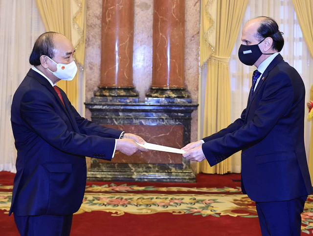 Chủ tịch nước Nguyễn Xuân Phúc tiếp các Đại sứ trình Quốc thư - Ảnh 1.