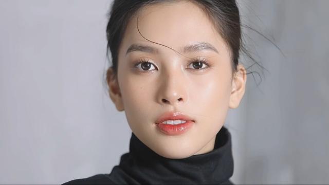 Vẻ đẹp trong veo của Hoa hậu Tiểu Vy - Ảnh 1.