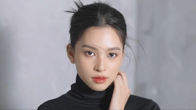 Vẻ đẹp trong veo của Hoa hậu Tiểu Vy - Ảnh 2.