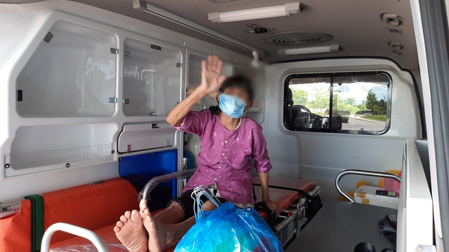 Bệnh nhân COVID-19 nguy kịch thứ 12 tại Bệnh viện Bệnh nhiệt đới Trung ương ra viện - Ảnh 3.