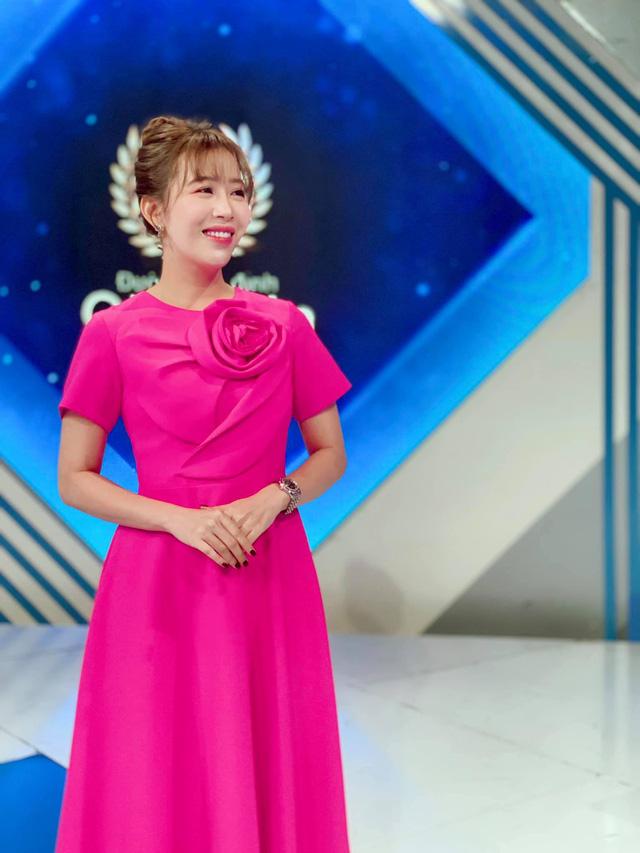 BTV Diệp Chi cực xinh với phong cách thời trang bánh bèo - Ảnh 9.