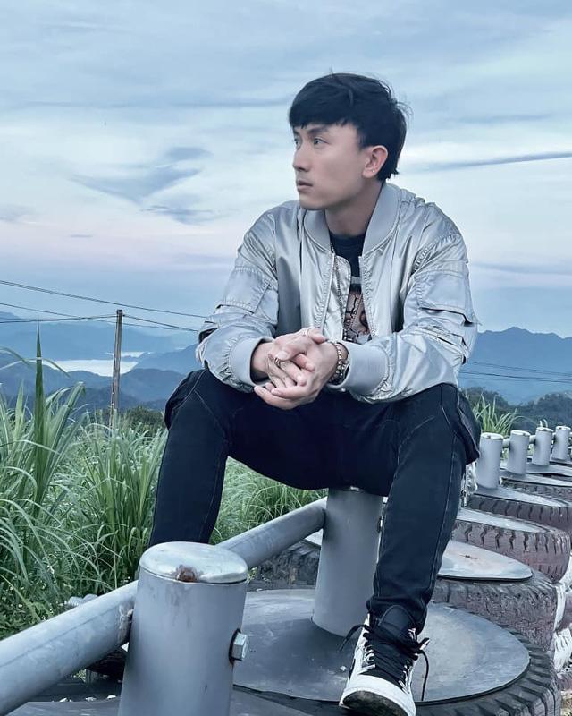 Diễn viên Anh Vũ chất lừ từ màn ảnh cho đến ngoài đời - Ảnh 16.