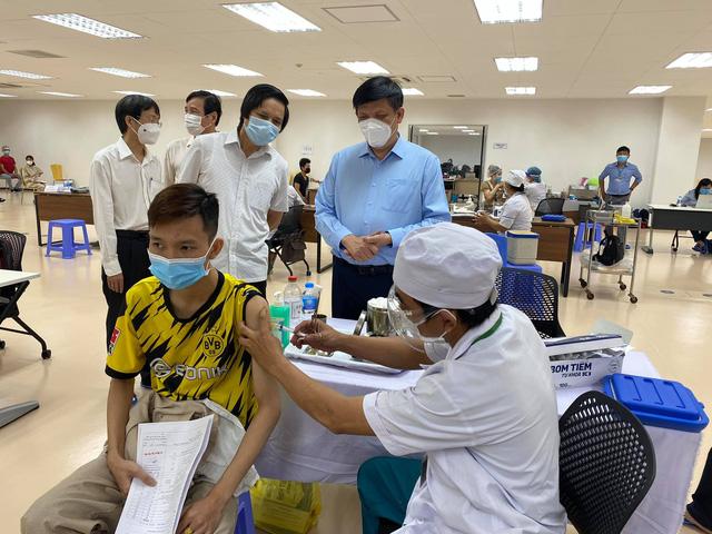 Khởi động chiến dịch tiêm chủng 836.000 liều vaccine tại TP. Hồ Chí Minh - Ảnh 2.