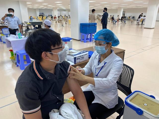 Khởi động chiến dịch tiêm chủng 836.000 liều vaccine tại TP. Hồ Chí Minh - Ảnh 5.