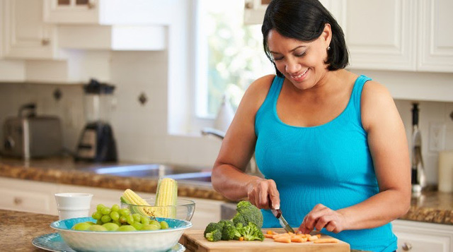 Những thực phẩm phổ biến tiềm tàng nguy cơ gây ung thư vú - Ảnh 3.