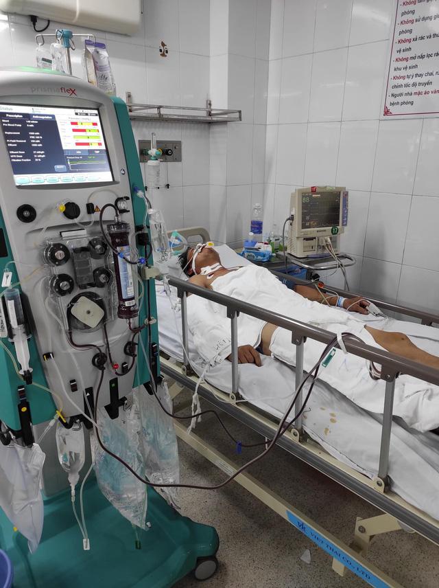 Liên tiếp cấp cứu bệnh nhân sốc nhiệt - Ảnh 2.