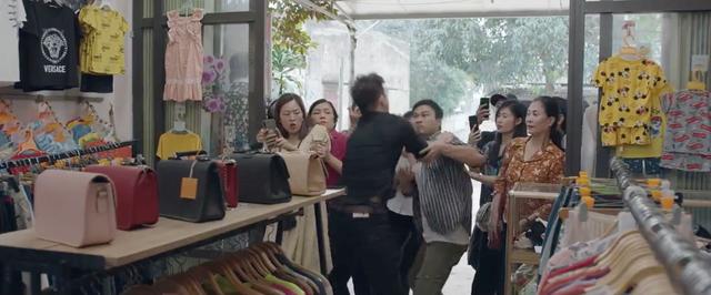 Mùa hoa tìm lại - Tập 13: Biết quá khứ đẻ thuê, Việt không muốn chấp nhận nhưng Đồng lại cảm thương Lệ - ảnh 14