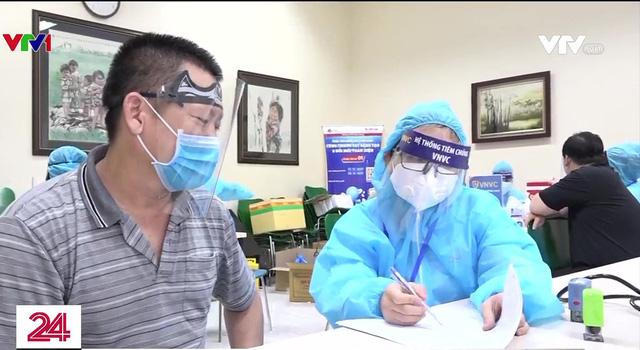 Đưa đội quân tinh nhuệ tham gia chiến dịch tiêm chủng vaccine thần tốc - Ảnh 1.