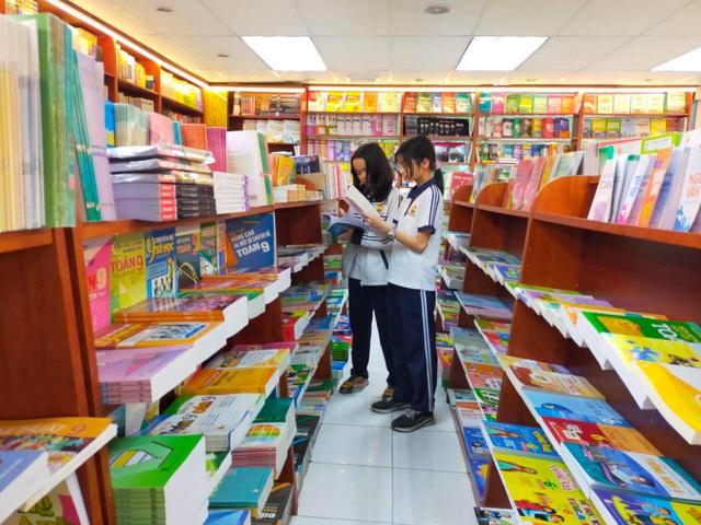 Phát hiện gần 3 triệu sách giả, khuyến cáo phụ huynh và học sinh không nên mua sách trôi nổi - Ảnh 2.