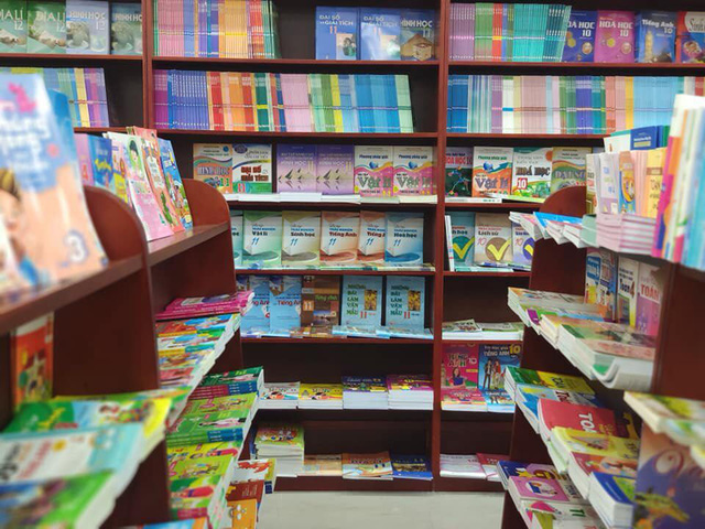 Phát hiện gần 3 triệu sách giả, khuyến cáo phụ huynh và học sinh không nên mua sách trôi nổi - Ảnh 1.