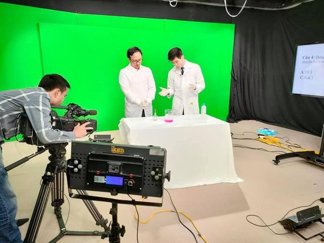 Gặp thầy dạy Hoá 'vạn trò mê' của Chinh phục kỳ thi trên VTV7 - ảnh 1