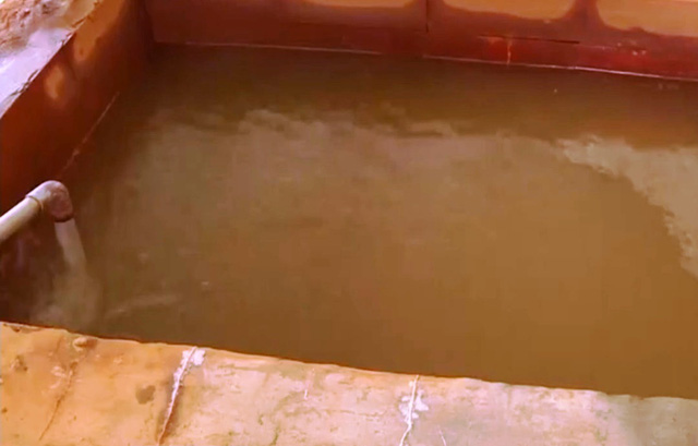 Hàng nhìn hộ dân phải dùng nguồn nước sinh hoạt bị ô nhiễm nặng - Ảnh 1.