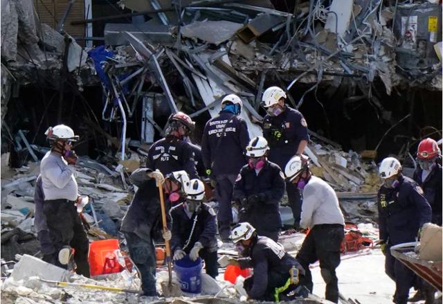 Số nạn nhân tử vong trong vụ sập tòa nhà chung cư Florida tăng lên 11, 150 người mất tích - Ảnh 2.