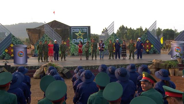 MC Hoàng Linh đau lòng khi bị các chiến sĩ gọi bằng cô trong Chúng tôi chiến sĩ - Ảnh 1.