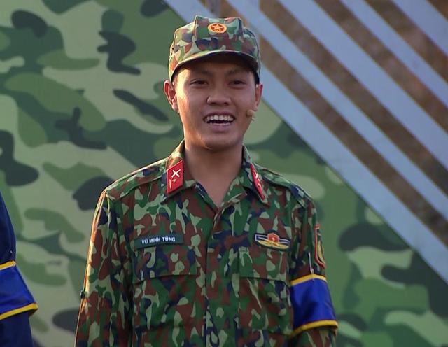 MC Hoàng Linh đau lòng khi bị các chiến sĩ gọi bằng cô trong Chúng tôi chiến sĩ - Ảnh 2.
