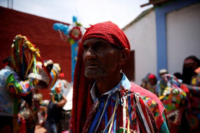 """""""Vũ công Quỷ"""" mong cầu đại dịch kết thúc tại lễ hội ở Venezuela - ảnh 5"""