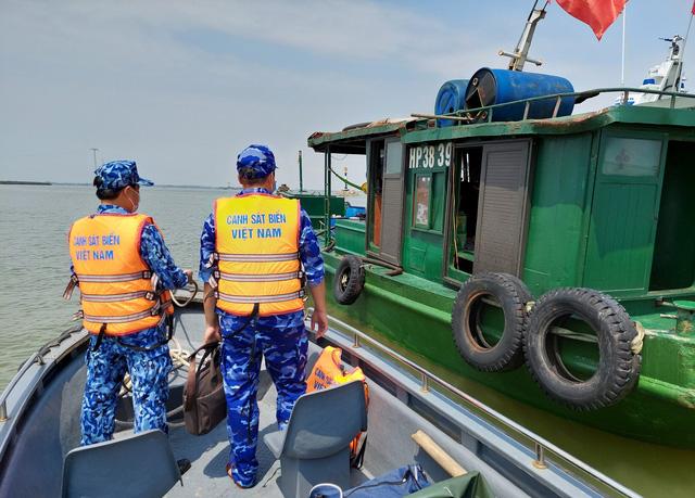 Bộ Tư lệnh Vùng Cảnh sát biển 1 tạm giữ 25.000 lít dầu DO không rõ nguồn gốc - ảnh 1