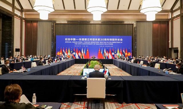 Trung Quốc khẳng định tiếp tục đẩy mạnh cung cấp vaccine ngừa COVID-19 cho các nước ASEAN - Ảnh 2.